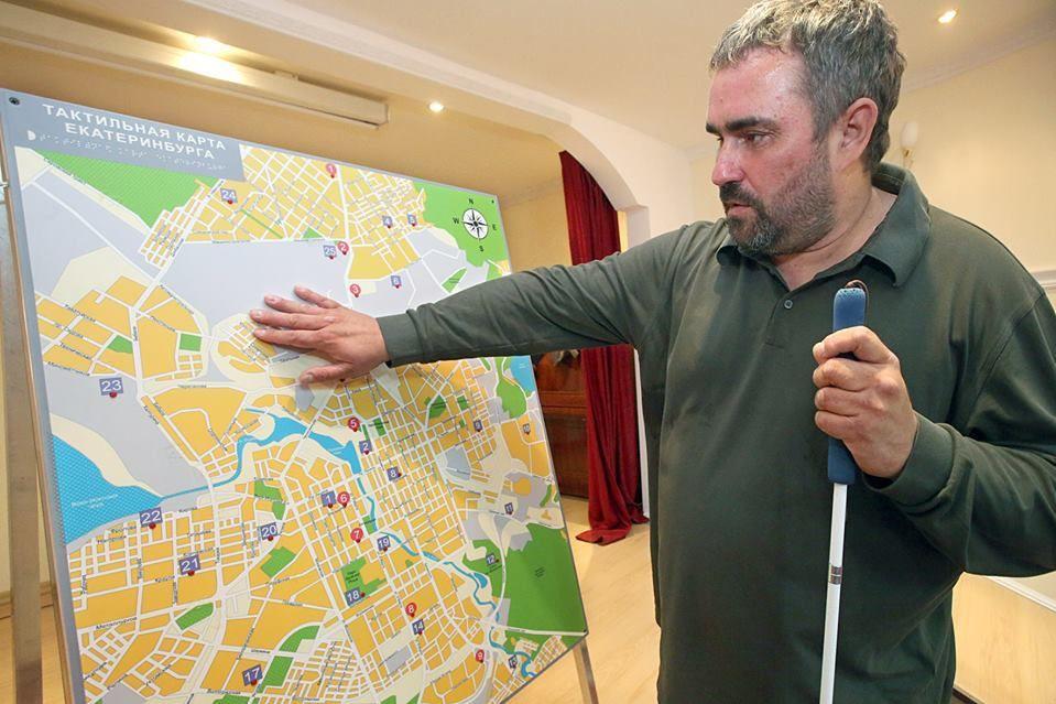 ВКольцово установили тактильно-звуковую карту Екатеринбурга для слепых