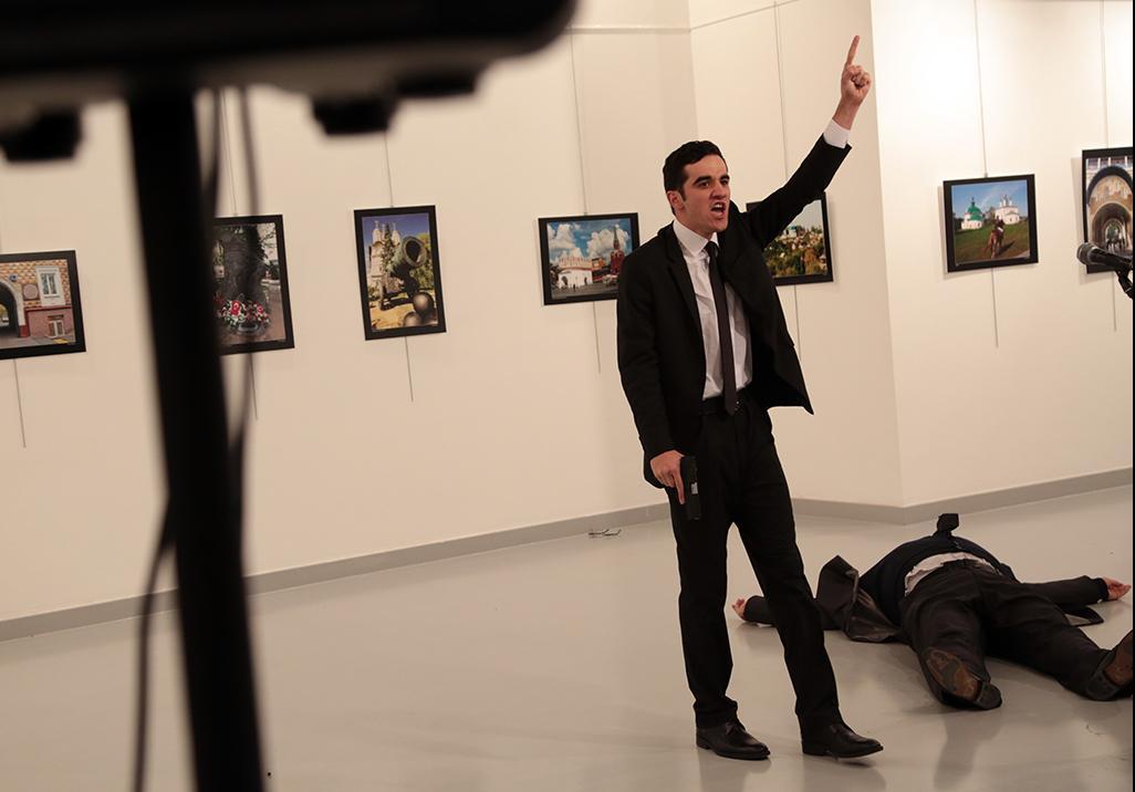Русский посол скончался после покушения вТурции