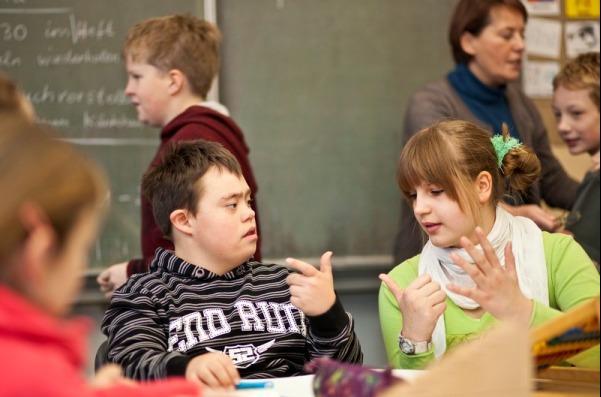 ВЮгре создадут сеть образовательных центров для детей сособенностями развития