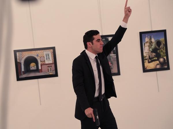 Руководитель МИД Турции обвинил вубийстве русского посла компанию Гюлена