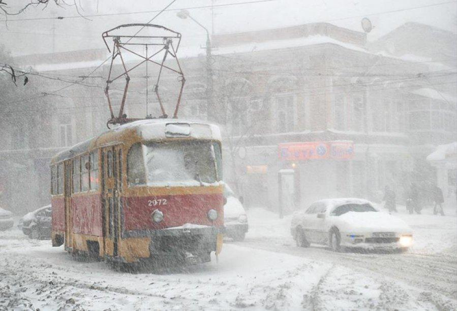 Коммунальщики вывезли сулиц Екатеринбурга неменее 200 тонн снега