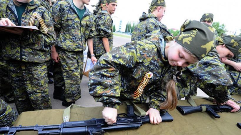 Свердловские школьники вступили вряды «Юнармии»