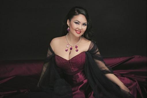 Оперная певица Ольга Жигмитова в песне «попросила прощения» у Байкала