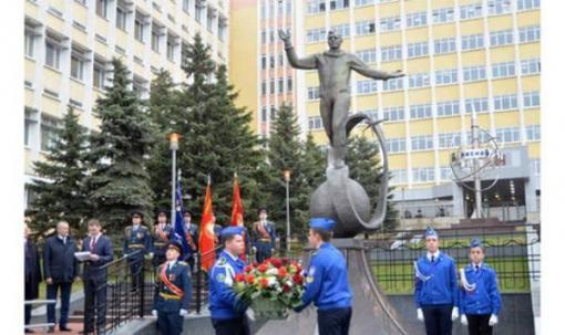Памятник Гагарину в Ижевске