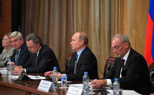 Путин одобрил инициативы Комаровой по защите языков малых народов