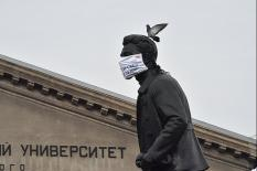 В Екатеринбурге Ленина и Свердлова «защитили» от коронавируса (фото)