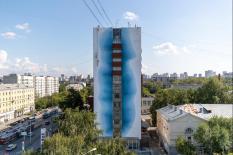 Художники превратили общежитие УИУ в тающий ледник