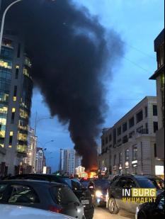 В центре Екатеринбурга вспыхнула летняя веранда ресторана