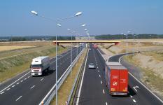 В Госдуме предложили увеличить максимальную скорость на дорогах