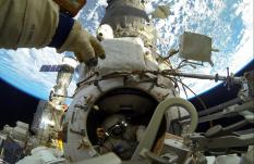 Екатеринбургский космонавт провел в открытом космосе почти 8 часов