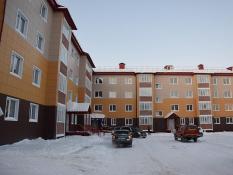 Поселок Высокий в Югре зачистят от аварийного жилья. Ключи получили владельцы 64 квартир в новостройке