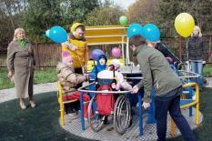 В Нефтеюганске открыли игровую площадку для детей с особенностями здоровья