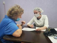 54 ветерана Екатеринбурга привились от COVID-19 во время первой выездной вакцинации