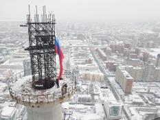 Одного из активистов, забравшихся на башню увезли в больницу