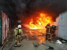 В Екатеринбурге произошел крупный пожар на заводе