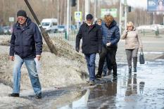 Мэр Сургута прогулялся с урбанистом Варламовым по улицам города