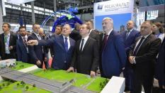 Медведев побывал на выставке «Дорога-2019» в Екатеринбурге