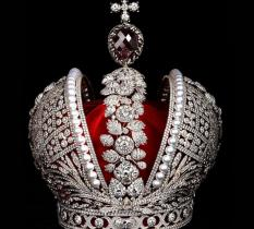 В Екатеринбург привезут копию короны Российской Империи
