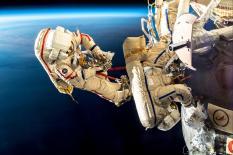 Уральский космонавт опубликовал снимки выхода в открытый космос