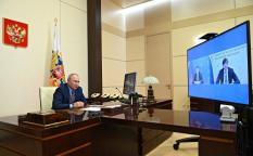 Путин поручил начать выплаты семьям школьников на две недели раньше
