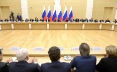 Путин поручил начать подготовку к голосованию по Конституции