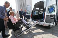 На Среднем Урале запустили такси для пассажиров-колясочников