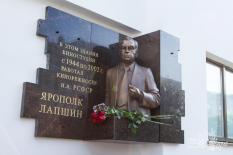 Горельеф советскому и российскому кинорежиссеру появился в уральской столице
