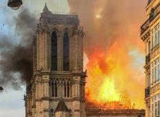Алтарь и алтарный крест cобора Парижской Богоматери удалось спасти