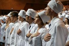 Выпускники-медики дали клятву медицинской сестры