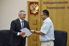 Моор первым из кандидатов в главы Тюменской области сдал подписи в Избирком