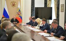 Путин поручил обеспечить жильем малоимущие семьи