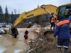 На месте прорыва дамб в Красноярске найден сейф с 18 кг золота
