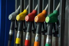 Российские нефтяники подписали соглашение о заморозке цен на бензин