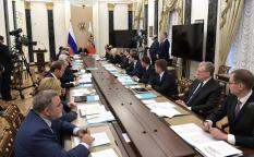 Путин поддержал распространение налога для самозанятых на всю страну