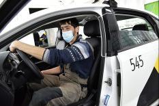 Свердловские таксисты оборудуют автомобили защитными экранами (фото)