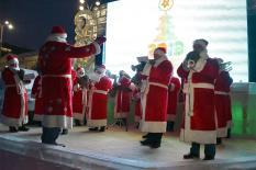 В Екатеринбурге открылась главная елка Урала (фото)