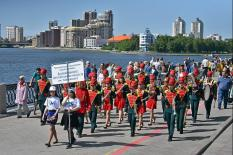600 музыкантов со всей области прошлись по центру Екатеринбурга (фото)