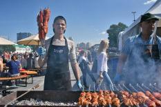Профессионалы показали чудеса кулинарного искусства на Фестивале барбекю (фото)