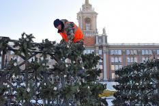 Главную площадь Екатеринбурга готовят к Новому году (фото)
