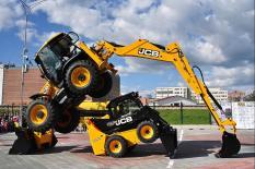 Екатеринбуржцам показали шоу строительной техники (фото)