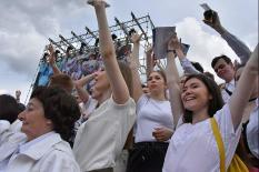 Тысячи екатеринбуржцев отпраздновали День России (фото)