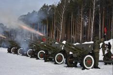 Военные ЦВО провели генеральную репетицию праздничного салюта (фото)