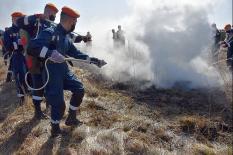 В рамках учений сотрудники МЧС спасли от пожара свердловское село (фото)