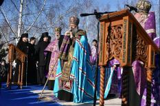 В Екатеринбурге верующие помолились на месте будущего храма святой Екатерины (фото)