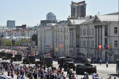 На земле и в воздухе: как Екатеринбург отпраздновал День Победы (фото)