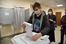 На 15:00 второго дня голосования явка по стране составила 25,64%