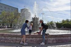 Лето близко: в уральской столице начался сезон городских фонтанов (фото)