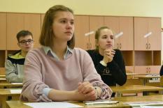 Свердловским школьникам на день продлили каникулы