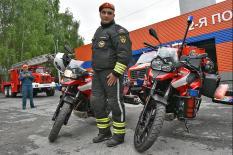 Пожарные в Екатеринбурге «пересели» на мотоциклы (фото)