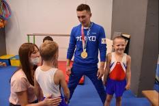 Олимпийский чемпион Давид Белявский провел встречу с юными спортсменами (фото)